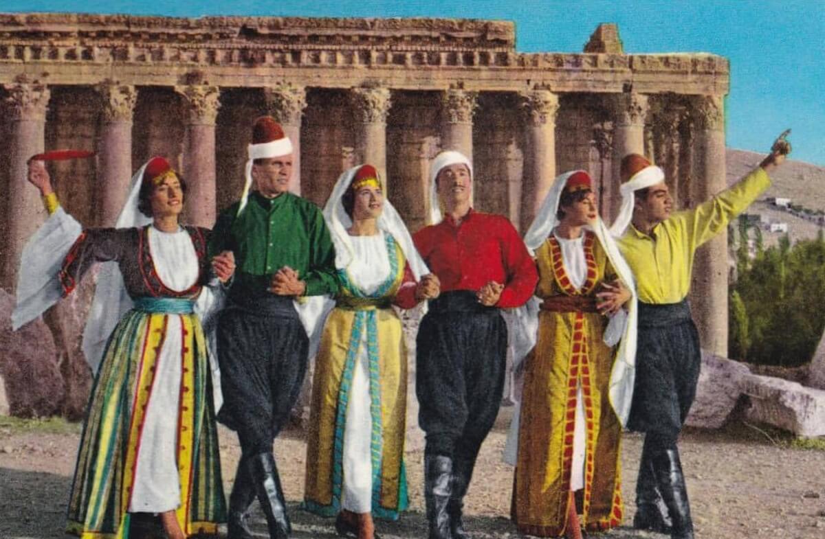 """في اليوم الوطني للدبكة، تعرّف على معاني أغنياتنا التراثية لرقص """"الدبكة"""" بين  الدلعونا والهوّارة - Aghani Aghani"""